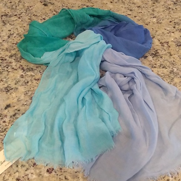 Tommy Bahama Accessories - Tommy Bahama scarf NWT